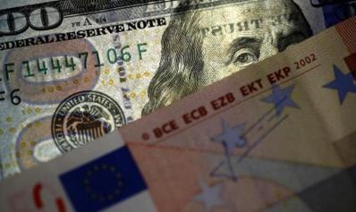 اليورو يربح مع تعثر الدولار بفعل مخاوف اقتصادية واليوان يقفز
