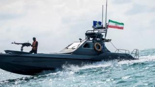 القيادة الأميركية الوسطى: قوات إيرانية تستولي على سفينة بالمياه الدولية