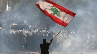 حالة انهيار.. هل بوسع القيادة اللبنانية المأزومة أن تنقذ البلاد؟