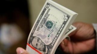 صناديق التحوط تراهن على الخسائر العنيفة للدولار الأميركي