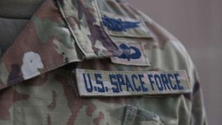 قوات فضاء أميركية في قاعدة العديد القطرية: التشويش على إيران أم سباق تسلح خارج الأرض