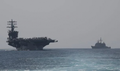 """مع قرب تشديد واشنطن عقوباتها على إيران.. حاملة الطائرات الأميركية """"نيميتز"""" تدخل مياه الخليج"""