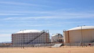 كورونا وزيادة المعروض يهددان الذهب الأسود.. النفط يهبط 3% في أسبوع
