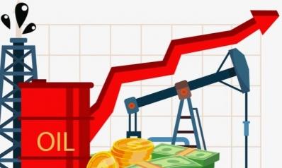 النفط يخسر والدولار قرب ذروة شهرين.. فماذا عن الليرة والذهب؟