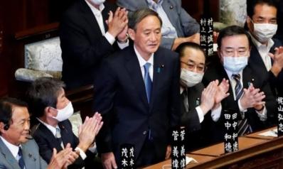 """""""مدمن العمل العصامي"""" الذي سيخلف آبي في قيادة اليابان"""