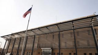 واشنطن تنوي إغلاق سفارتها ببغداد ما لم يتوقف استهدافها بالصواريخ