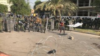 أنصار الحشد الشعبي يحرقون مقر حزب كردي ببغداد