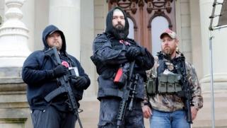 اليمين المتطرف المسلح: تهديد إرهابي يتربص بالانتخابات الأميركية