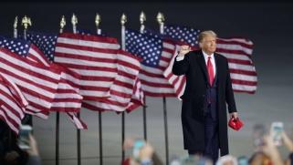كيف تؤثر تكنولوجيا حرب البيانات في الانتخابات الأميركية