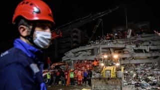 ارتفاع عدد ضحايا زلزال إزمير.. واستمرار البحث عن ناجين