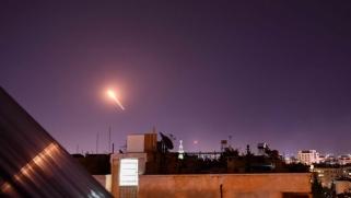 """الحرب """"الاستشارية"""" في سوريا تتحول إلى حرب معلنة بين إيران وإسرائيل"""