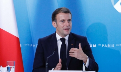 ماكرون يلزم مسلمي فرنسا بمهلة يتعهدون خلالها بفصل ديانتهم عن السياسة