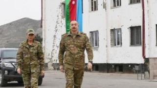 قره باغ.. علييف يزور مناطق محررة في الإقليم وروسيا تنقل أسلحة لتعزيز قواتها لحفظ السلام