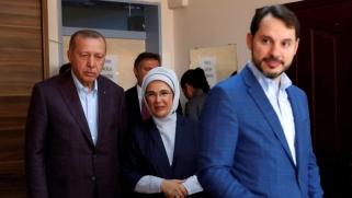 """نهاية """"النموذج"""" الاقتصادي الأردوغاني القائم على الولاءات العائلية"""