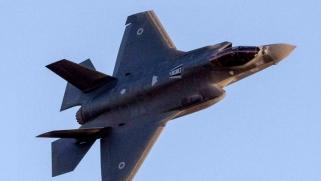 كيف توازن واشنطن سياساتها العسكرية في شرق أوسط متغير