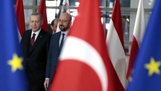 أردوغان يبحث عن متنفس أوروبي استباقا للمواجهة مع إدارة بايدن