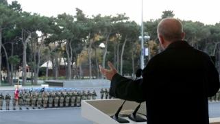 أردوغان يدفع الجيش إلى صراعات خارجية ليضمن البقاء في السلطة