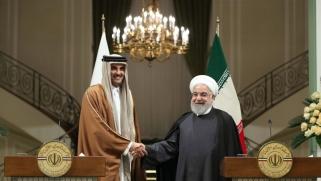 إيران تستعرض بالمناورات والصواريخ وقطر تتحدث عن مصالحة