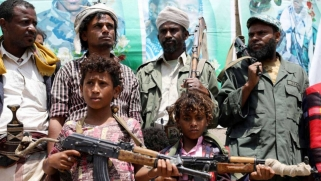 """""""الأخدام"""" من العيش على هامش المجتمع اليمني إلى """"وقود مجاني"""" لحرب الحوثيين"""
