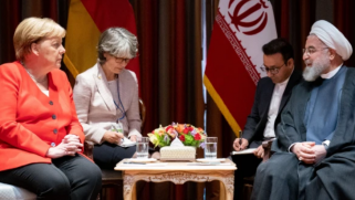 خامنئي يطالب أميركا بالأفعال لإحياء الاتفاق النووي.. وميركل تدعو روحاني لتعزيز الحل الدبلوماسي