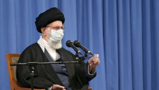 تعليق تفتيش المنشآت النووية يعمّق الخلاف بين قطبي النظام الإيراني