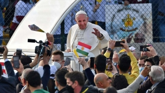 البابا: أحمل العراق الجريح في قلبي