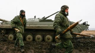 موسكو تحرك سفنًا حربية إلى المحيط الأطلسي.. الرئيس الأوكراني يؤكد مواجهة التهديدات وأردوغان يدعو لاحتواء التوتر