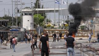 تزامنا مع قصف غزة.. اشتباكات مسلحة بين فلسطينيين وقوات الاحتلال بحاجز قلنديا العسكري