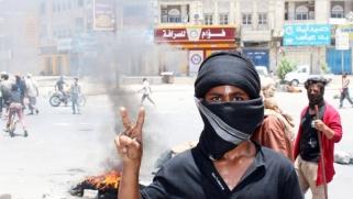 الغضب الشعبي في جنوب اليمن يخلخل أركان الحكومة المفككة من الداخل
