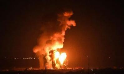 أكثر من 60 غارة في نصف ساعة.. إسرائيل تستهدف مقار حكومية ومدنية بقطاع غزة