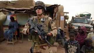 فرنسا تُسلم مفاتيح الساحل الأفريقي إلى الجهاديين