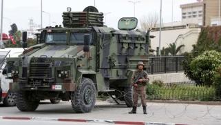 الجدل يتصاعد حول دخول العسكريين عالم السياسة في تونس