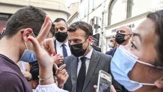 ماكرون يتعرض للصفع أثناء زيارة إلى جنوب فرنسا