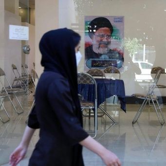 الرئيس الإيراني المنتظر محاصر بكورونا واقتصاد متأزم وسياسة خارجية متخبطة