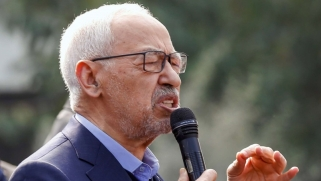 الدولة المهانة في تونس وشعبها الباحث عن الخبز