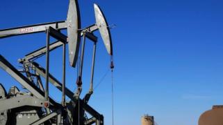 أسعار النفط ترتفع بعد تراجع مخزون الوقود الأميركي