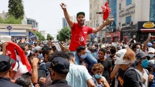 هل تنحاز لندن إلى الشعب التونسي وتتخلى عن دعم الإسلام السياسي؟