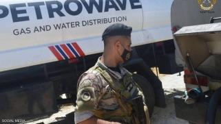 الجيش اللبناني يصادر وقودا ويوزعه مجانا.. واستدعاء ناشطين