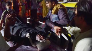 بعد تبني تنظيم الدولة هجوم مطار كابل.. بايدن يتوعد ولا يرى تواطؤا لطالبان مع التنظيم
