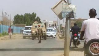 اتهامات لعناصر من النظام السابق.. السودان يعتقل ويحقق مع عشرات الضباط في محاولة انقلابية فاشلة