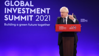 """سباق مع فرنسا وصراع مع الصين.. بريطانيا تفرش البساط """"الأخضر"""" لجذب استثمارات أغنياء العالم"""