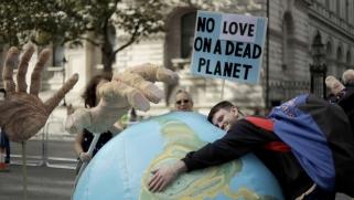 كيف ننقذ العالم من قيامة مناخية